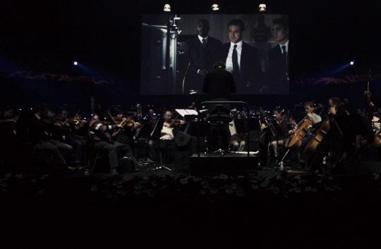 [객석] 영화에 음악을, 음악에 영화를 입히다